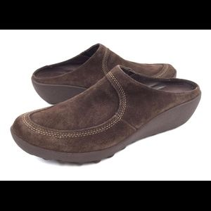 Tsubo 8.5 Brown Wedge Clogs Mules Slides Shoes